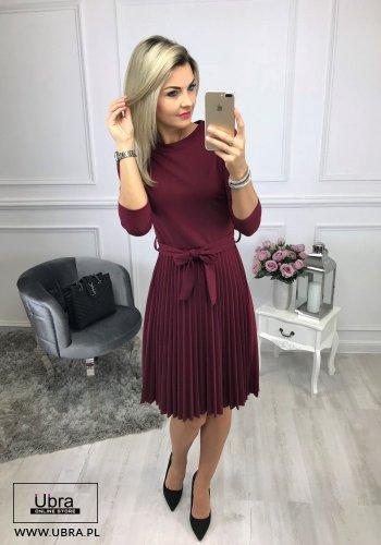 sukienka, bordowa, plisowana, taliowana, wiązana w talii, tania, rękaw 3/4, dekolt półokrągły, kokarda