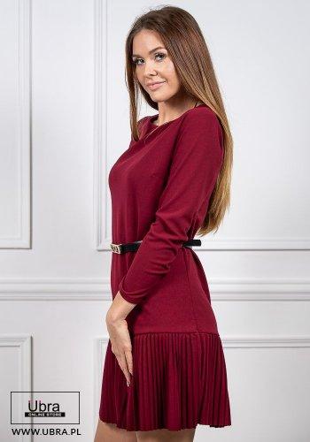sukienka, tania, bordowa, długi rękaw, dekolt półokrągły, odcinana, plisowana, prosta, kobieca, pasek w talii